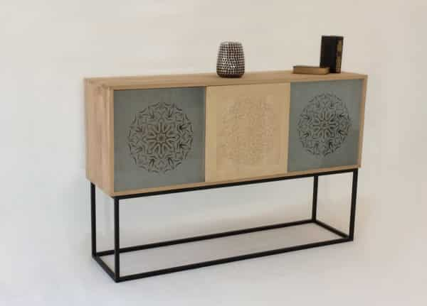 Meuble design type buffet bas bois massif et verre sablé
