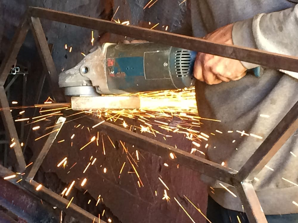 Ferronnerie d'art - Fabrication artisanale d'un piétement métal pour buffet enfilade bois massif