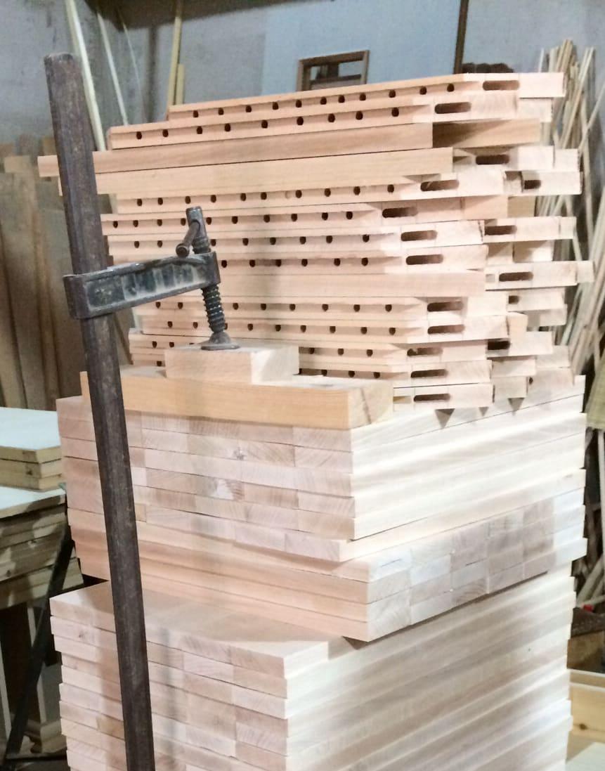 Meuble salon : fabrication des panneaux en bois massif
