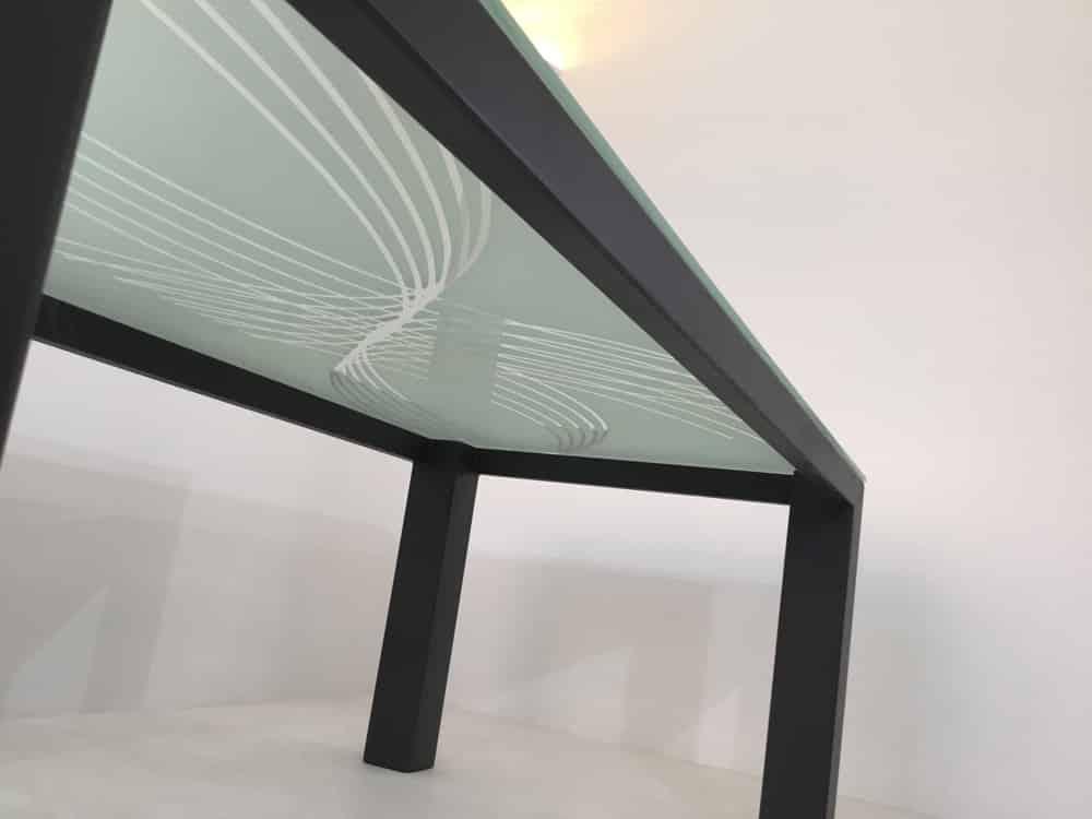 Meuble sur mesure : table à manger métal et verre