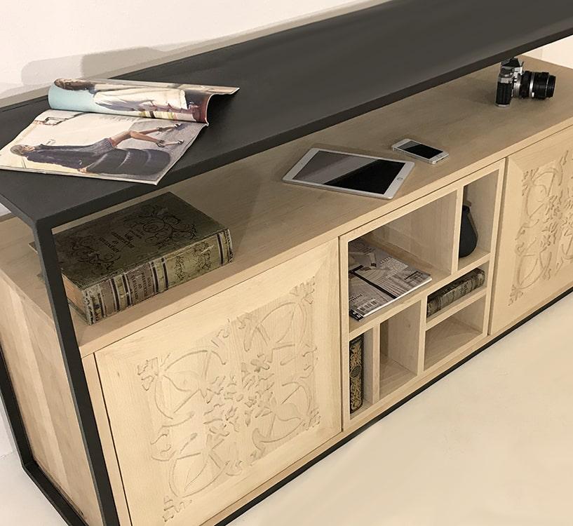 """Enfilade en bois clair avec 2 portes """"Paris"""" et un module central en bois, vue de profil"""