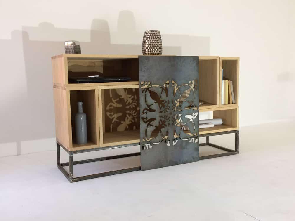 Meuble design bois et fer avec porte ajouré et modules bois massif