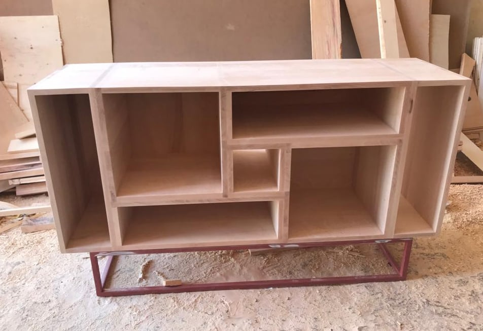 Fabrication des modules en bois massif avant leur personnalisation