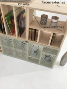 Précisions des chants, faces externes et internes pour une bibliothèque modulable en bois massif