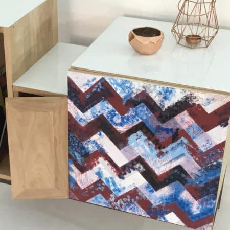 Porte du meuble de rangement avec motifs design à chevrons