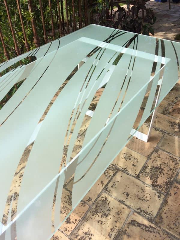 table design en verre dessinée par Danny Da Pozzo