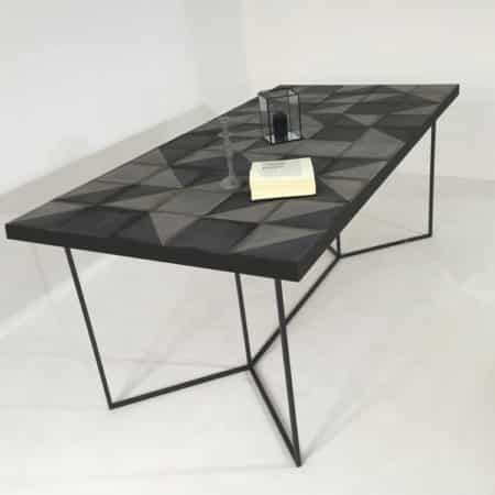 """Table repas """"Nymphe"""" avec plateau en carreaux de ciment bicolore fabriqués artisanalement"""