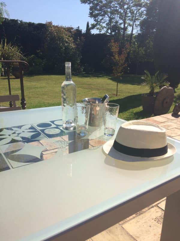 Table repas en verre et métal pour salle à manger ou pour l'extérieur