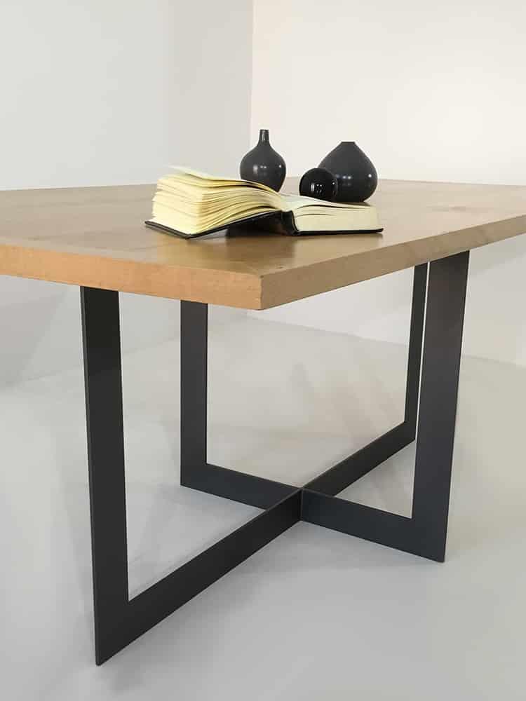 Table repas à manger, pied en métal laqué, plateau bois massif.