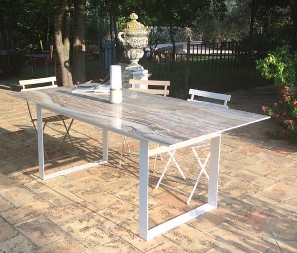 Table à manger, plateau en céramique et pied métal blanc