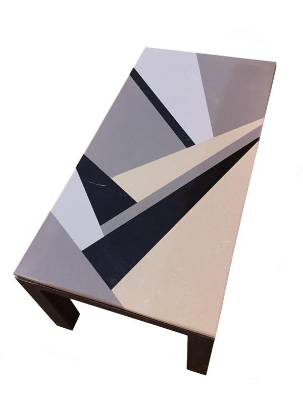 """Table repas """"Shapes"""" avec plateau en marbre et granit assemblés à la main"""