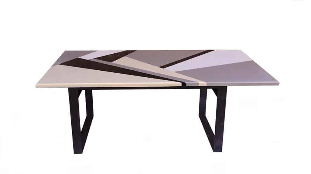 Table repas dessinée par Danny Da Pozzo composée d'un assemblage de plusieurs marbres et granits