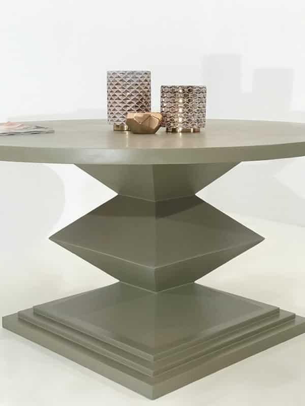 La table King, une table repas ronde en métal avec plateau personnalisable