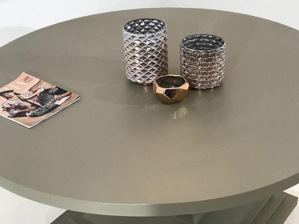 Table repas design ronde entièrement en métal, de fabrication artisanale