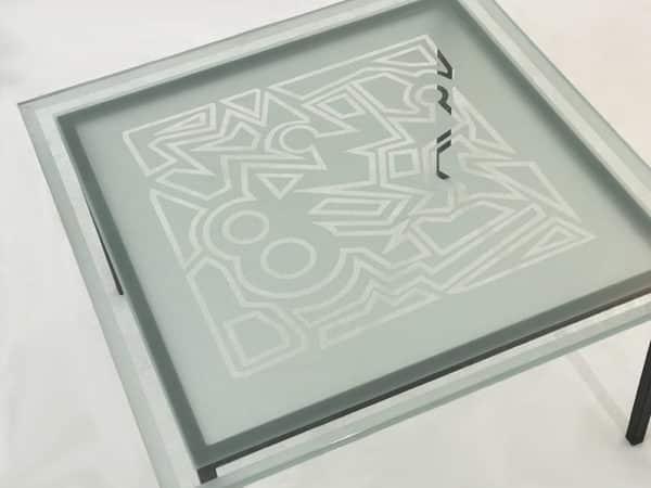 Table repas carrée, de salle à manger avec plateau en verre trempé et sablé de motifs design