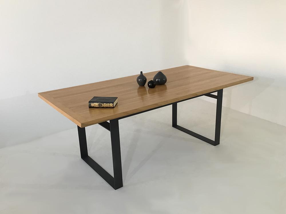 table bois massif et pied en métal plein