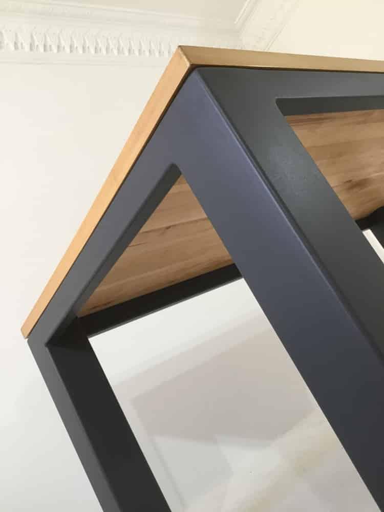 """Table bois massif """"Burton"""" : plateau et pied artisanal"""