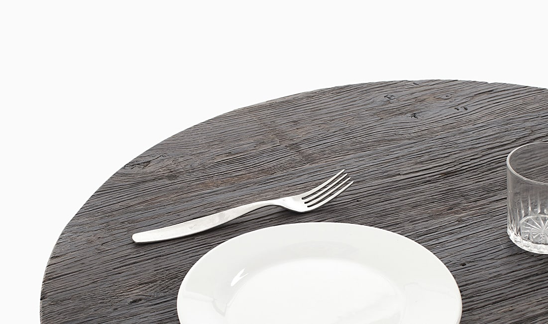 Table à manger en vieux bois massif recyclé fond de wagon