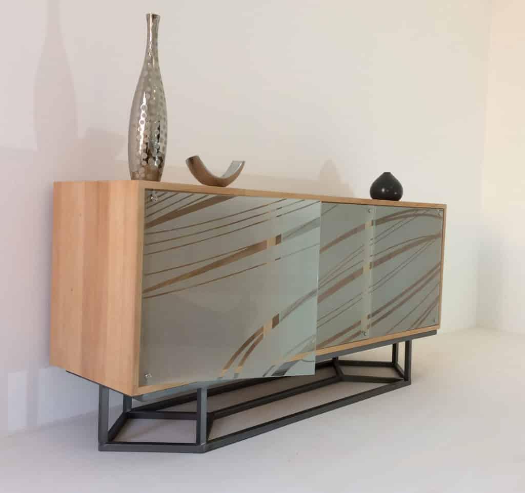 Buffet bas de salle à manger en bois massif avec 3 portes en verre