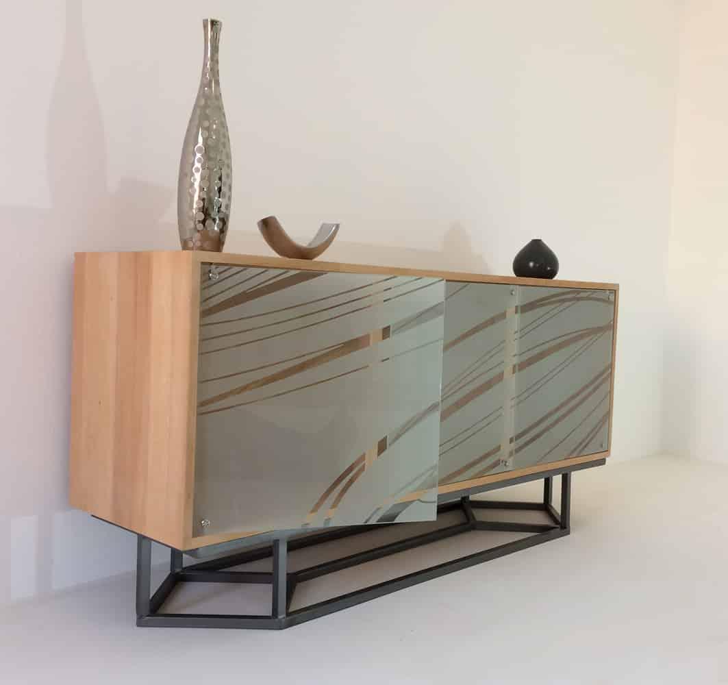 Meuble bas de salon ou salle à manger en bois massif avec 3 portes en verre