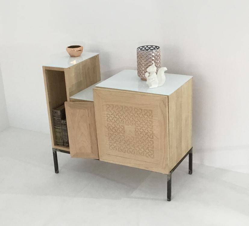 Un meuble de salon ou salle à manger de type détructuré