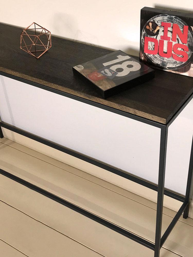 Meuble console de style minimaliste avec plateau en chêne massif