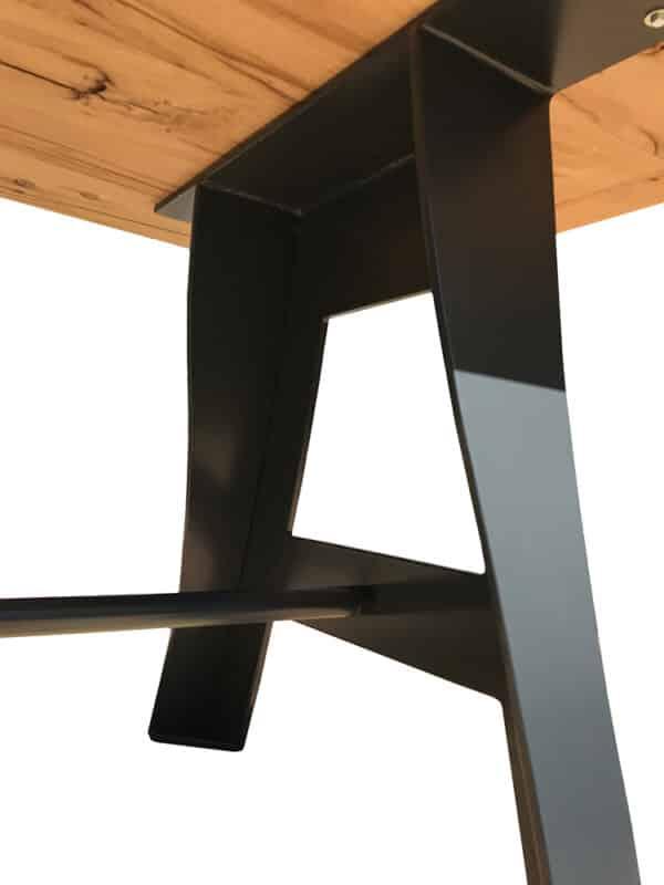 Pied de table en métal, forme originale et exclusive
